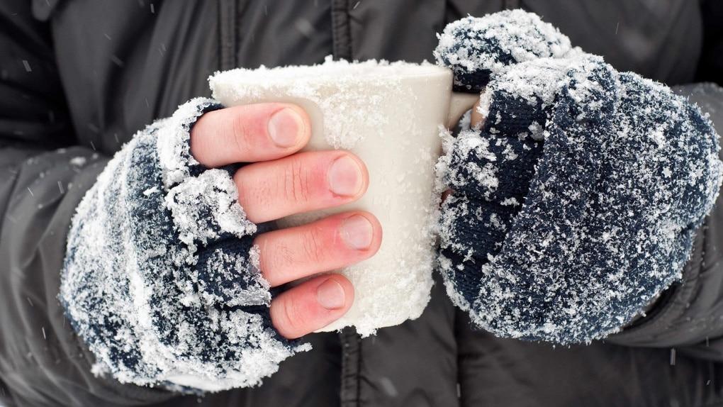 Как оказать первую доврачебную помощь при обморожении и переохлаждении организма: алгоритм действий