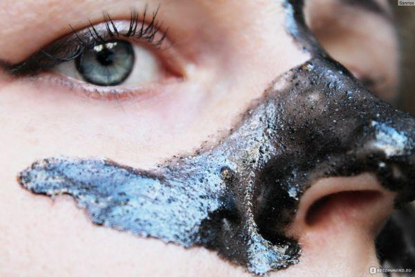 Черная маска из активированного угля и желатина