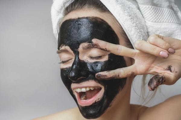 маска из автивированного угля и желатина